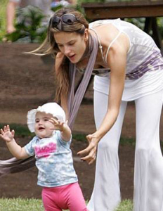 Alessandra Ambrosio with her daughter Anja at a green park in Santa Monica on July 10th 2009 5