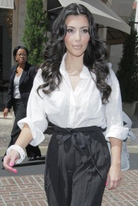 Kim Kardashian spotted at The Grove on August 5th 2009 4