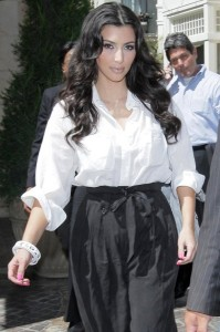 Kim Kardashian spotted at The Grove on August 5th 2009 5