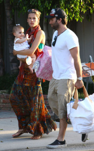 Alessandra Ambrosio picture with her daughter Anja and fiance Jamie Mazur heading to the beach in Malibu on July 19th 2009