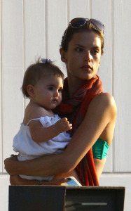 Alessandra Ambrosio picture with her daughter Anja heading to the beach in Malibu on July 19th 2009 4