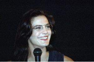 Terry Farrell picture on stage during a press conference in July 1994 4
