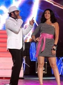 Picture of Mirhan Hussein from Egypt on stage singing with Tamer Husni 3