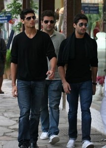 Jesus Luz with Ibrahim Peterson and Mario Bulhoes leaving the restaurant after lunch in Rio on August 22nd 2009 5
