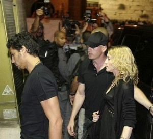 picture of Madonna and her boyfriend Jesus Luz visiting the Western Wall in Jerusalem's Old City on August 30th 2009