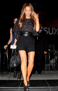 Kim kardashian picture as Leaving Katsuya restaurant after having dinner on August 27th 2009 in black mini shorts