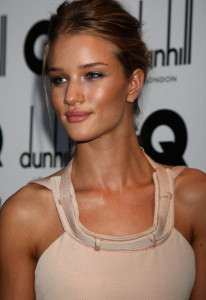 Rosie Huntington Whiteley arrives at the red carpet of 2009 GQ Men Of The Year Awards on September 8th, 2009
