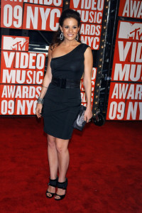 Kara DioGuardi arrives at the 2009 MTV Video Music Awards at Radio City Music Hall on September 13th 2009 in New York City