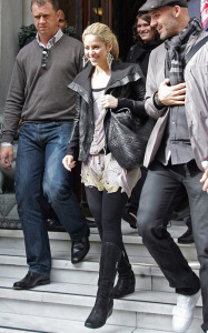 Shakira photo while spotted out in Paris France on September 29th 2009 4