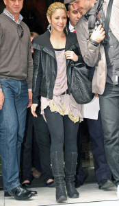 Shakira photo while spotted out in Paris France on September 29th 2009 1