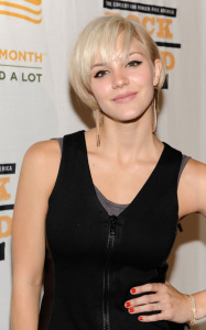 Katharine McPhee attends the Rock a Little Feed a Lot Benefit Concert in Los Angeles on September 29th 2009 6