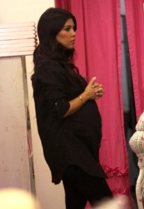 Kourtney Kardashian spotted during a shopping trip in Calabasas on October 3rd 2009 5