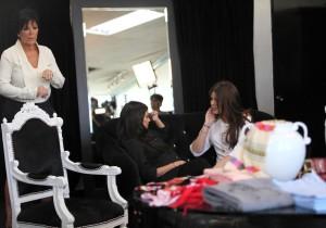Khloe Kardashian and Kourtney Kardashian spotted during a shopping trip in Calabasas on October 3rd 2009 3
