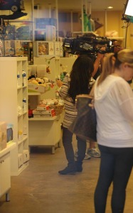 Kourtney Kardashian spotted shopping for new baby furniture at Bel Bambini boutique in Beverly Hills on October 7th 2009 4