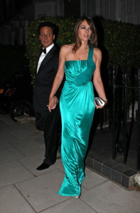 Elizabeth Hurley and her husband Arun Nayar spotted leaving their home to the Claridge s Mayfair hotel on October 9th 2009 5