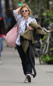 Drew Barrymore spotted walking in downtown Manhattan on October 9th 2009 1