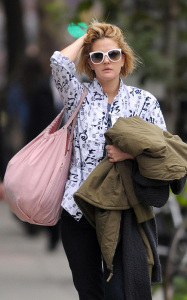 Drew Barrymore spotted walking in downtown Manhattan on October 9th 2009 3