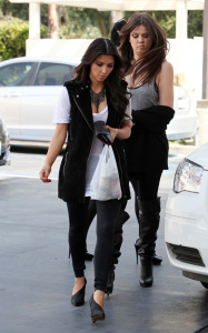 Kim Kardashian and her sister Khloe were spotted leaving a gas station in Calabasas on October 9th 2009 3