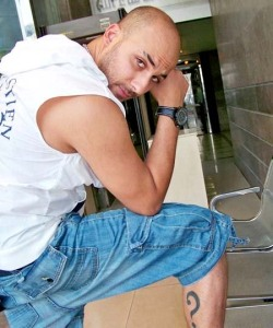 Mohamad Qwaider new photos of September 2009 showing his new tattoo 3