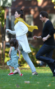 Tom Cruise and Katie Holmes with their daughter Suri at a park in Cambridge Massachusetts on October 10th 2009 4