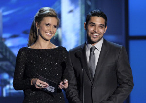 Audrina Patridge and actor Wilmer Valderrama present the Mejor Solista award onstage at the MTV 2009 Latin America Awards