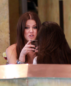 Khloe Kardashian spotted shopping on Robertson Blvd in Beverly Hills on October 16th 2009 with her sister Kourtney 4