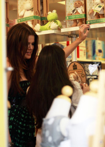 Khloe Kardashian spotted shopping on Robertson Blvd in Beverly Hills on October 16th 2009 with her sister Kourtney 1