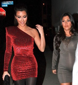 Kim and Kourtney Kardashian arrive at the Philippe Chow Restaurant in West Hollywood for Kim birthday dinner on October 22nd 2009 4