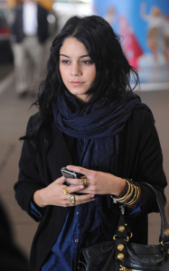 Vanessa Hudgens was spotted arriving at LAX International Airport on the morning of October 23rd 2009 1