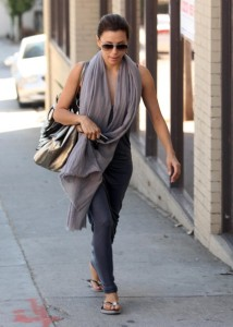 Eva Longoria Parker spotted walking in Beverly Hills on October 24th 2009 5