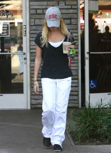 Ashley Tisdale spotted leaving Coffee Bean and Tea in West Hollywood after finishing her daily work out at the gym on October 26th 2009 5