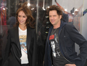 Jennifer Love Hewitt and actor Jamie Kennedy arrive at the premiere of This Is It movie on October 27th 2009