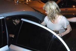 Jesus Luz and Madonna heading to the Sushi Leblon restaurant on November 10th 2009 15