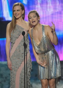 Kate Hudson and Nicole Kidman at the 2009 American Music Awards at LAs Nokia Theatre on November 22nd 2009 2