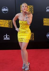 Shakira arrives at the 2009 American Music Awards on November 22nd 2009
