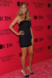 Heidi Klum arrives at the Victorias Secret fashion show held at The Armory in New York on November 19th 2009 4