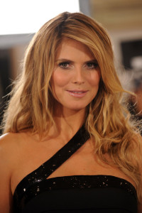 Heidi Klum poses backstage at the Victorias Secret fashion show held at The Armory on November 19th 2009 in New York City 4