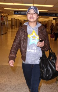 Hayden Panettiere photo wearing a brown leather jacket as she arrives at Miami International Airport on December 31st 2009 1