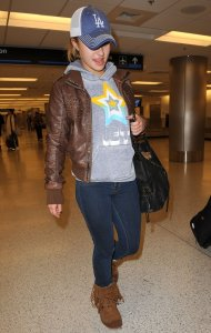 Hayden Panettiere photo wearing a brown leather jacket as she arrives at Miami International Airport on December 31st 2009 4
