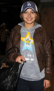 Hayden Panettiere photo wearing a brown leather jacket as she arrives at Miami International Airport on December 31st 2009 2