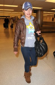 Hayden Panettiere photo wearing a brown leather jacket as she arrives at Miami International Airport on December 31st 2009 3