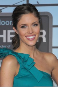 Kayla Ewell picture on the red carpet wearing a one shoulder green dress for the Up in the Air premiere in Westwood on November 30th 2009 4
