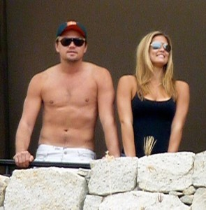 Leonardo DiCaprio and Bar Refaeli spotted together standing at a se view balcony in Cabo San Lucas Mexico on January 1st 2010 3