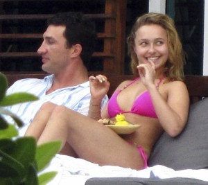 Hayden Panettiere photo while sunbathing in her pink bikini in Miami Florida on December 31st 2009 5