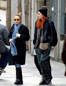 Kylie Minogue spotted running errands in Tossa de Mar on December 28th 2009 1