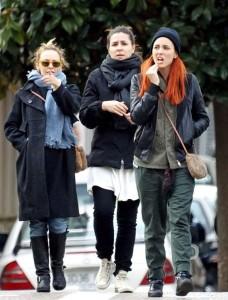 Kylie Minogue spotted running errands in Tossa de Mar on December 28th 2009 4