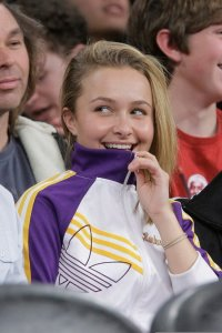 Hayden Panettiere attends a Lakers Game in Los Angeles on December 25th 2009 1