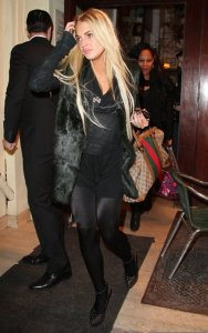 Lindsay Lohan spotted having dinner with her friends at Ciprian in New York on December 23rd 2009 4