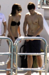 Orlando Bloom photo wih Miranda Kerr on New Years Eve at a luxury boat in St Barts on December 31st 2009 4