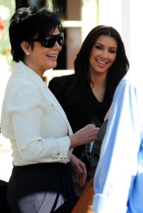 Kim Kardashian meets with her mother at the Ivy By The Shore restaurant after lunch in Santa Monica on November 3rd 2009 2
